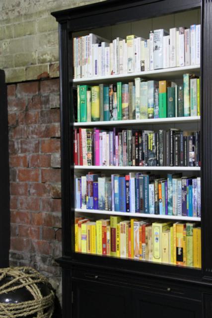 http://www.inndoors.nl/galleries/landelijke-boekenkast-maatwerk-linda-roelofs-706526-en-max.jpg